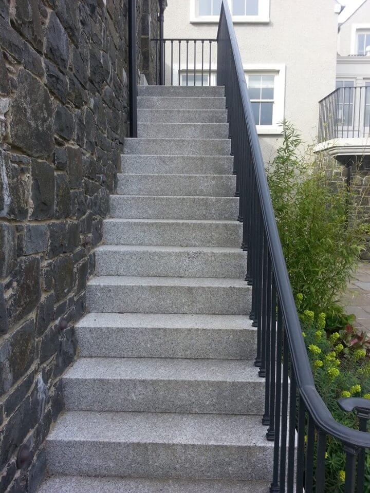 steps with algae after treatment